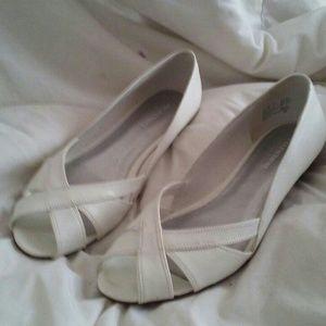 White peep toed wedges